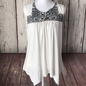 Adrianna Papell Sleeveless Embroidered top size M
